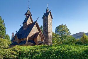 Zabytkowy kościół Wang
